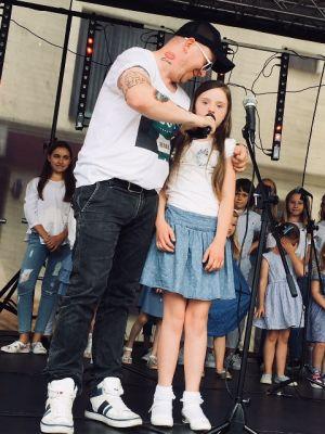 Gwiazdy Na Dzień Dziecka Spełniły Marzenie Dziewczynki Z Zespołem Downa ! (17)
