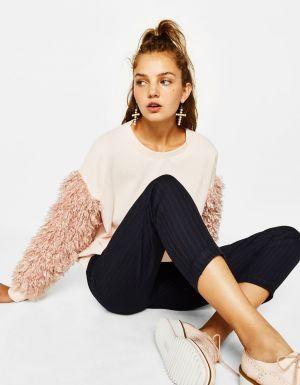 Sweter Z Futrzanymi Rękawami Bershka 89,90 Zł