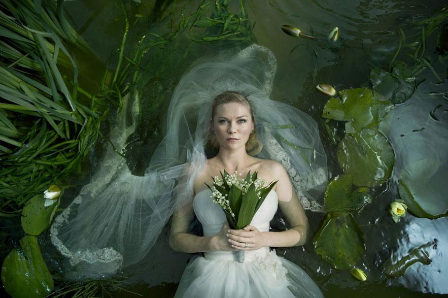 Kirsten Dunst dans le film Melancholia de Lars von Trier en 2011