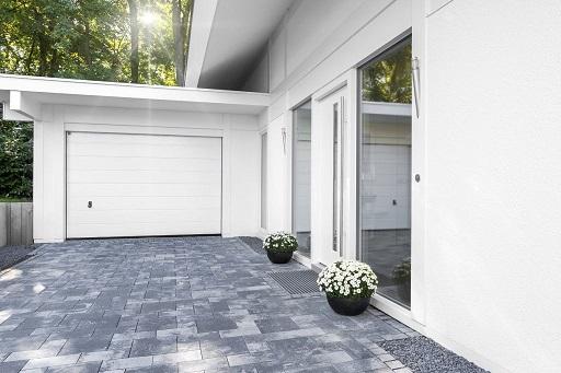 Wohnhaus mit Garage © Matthias Buehner