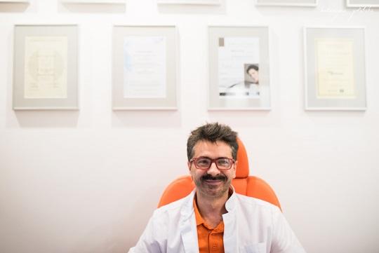 doktor Marek Janisz z Kliniki Korona.