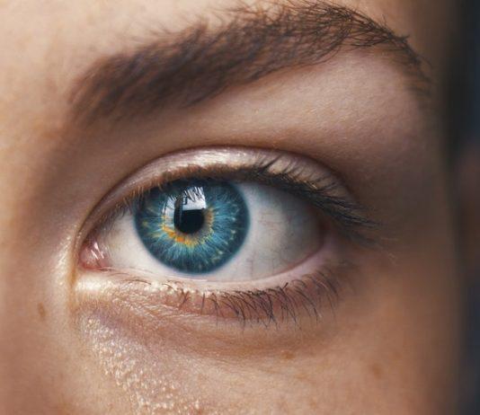 Dzięki zaawansowanym technologicznie zabiegom laserowej korekcji, takim jak SMILE, można jednak odzyskać ostre widzenie oraz swobodę szybko i bezpiecznie.
