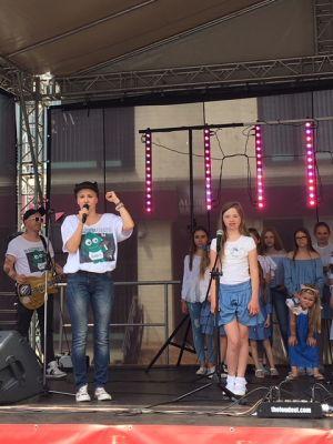 Gwiazdy Na Dzień Dziecka Spełniły Marzenie Dziewczynki Z Zespołem Downa ! (10)