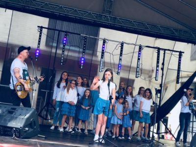 Gwiazdy Na Dzień Dziecka Spełniły Marzenie Dziewczynki Z Zespołem Downa ! (13)