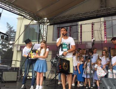 Gwiazdy Na Dzień Dziecka Spełniły Marzenie Dziewczynki Z Zespołem Downa ! (19)