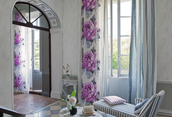 The-Beauty-of-Interior-Decor-with-Spring-Flower-Wall-Inspiration-600x409