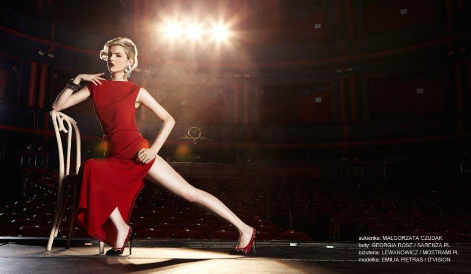 czerwona sukienka (2)
