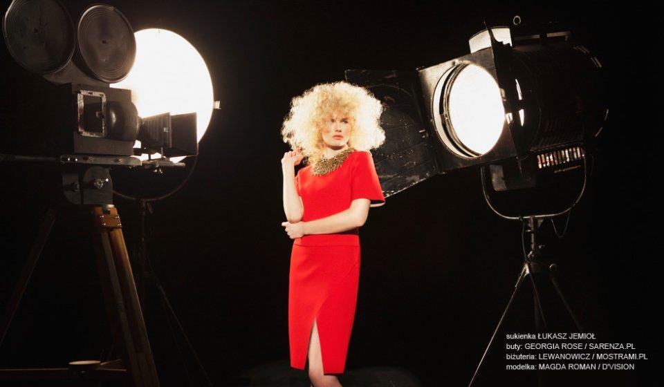 czerwona sukienka (4)