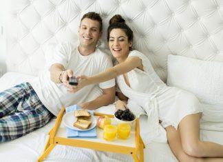 Jak przygotować kącik do wieczornego oglądania filmów i seriali?