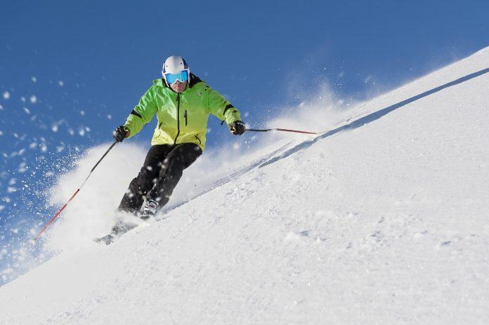 Jak dopasować kask narciarski
