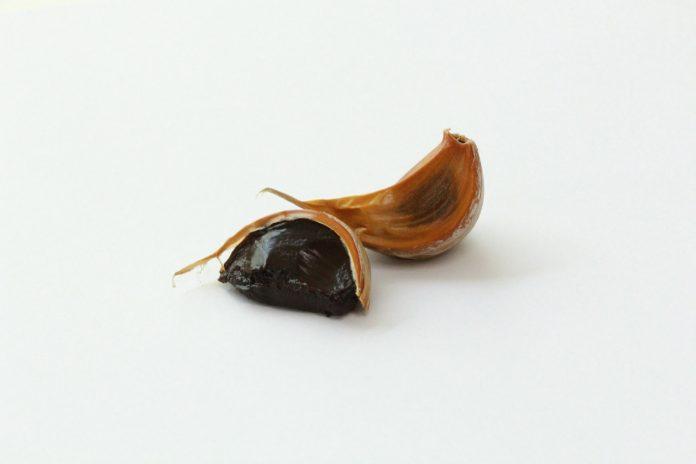 czarny czosnek