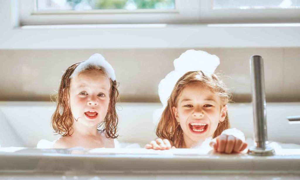 Idealna łazienka dla najmłodszych – o czym trzeba pamiętać?