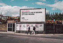 Ścianki reklamowe, roll-up'y czy banery – co wybrać