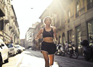 Jaka odzież, obuwie i dodatki 4F sprawdzą się w trakcie biegania