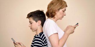 Smartfonowe pokolenia, smartfonowe uzależnienia i… smartfonowe kręgosłupy
